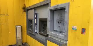 bureau poste nimes nîmes des braqueurs attaquent le distributeur de billets de la