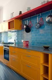 repeindre les murs de sa cuisine repeindre sa cuisine repeindre un meuble mur en faïence bleu