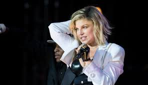 watch fergie chop 13 inches off of her hair to get the trendiest