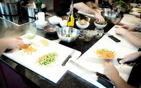 apprendre les bases de la cuisine le top 5 des écoles de cuisine select