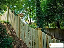 Fence Ideas For Backyard by Best 25 Wood Picket Fence Ideas On Pinterest Picket Fences