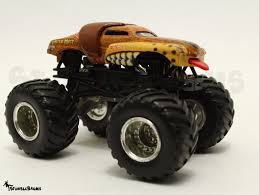 jam monster truck wheels monster jam monster mutt rare metal base die cast 1 64