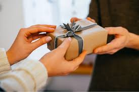 do s and don ts of corporate gift giving in singapore