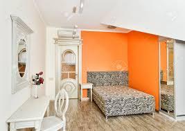 Schlafzimmer Zimmer Farben Modern Art Deco Stil Schlafzimmer In Hellen Orange Farben Mit