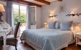 hotel chambre avec terrasse chambre supérieure avec terrasse hôtel piscine provence hôtel