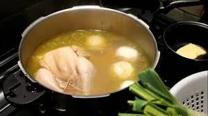 cuisiner poule recette poule au pot et riz sauce à la crème plats