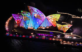 3d light show bringing the sydney opera house to life with spectacular 3d