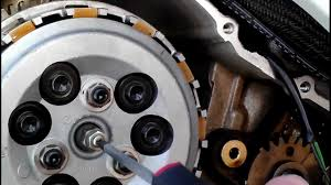 how to adjust a 06 gsxr 750 clutch youtube