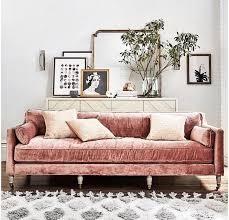 canap ancien velours canapé ancien en velours tapis berbère blanc et commode