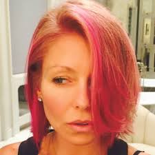 kelly ripa hair 2015 kelly ripa dyes her hair pink see the new do