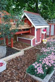 Backyard Chicken Tractor by Chicken Coop I Soooo Want This Coop For My Feathered Friends