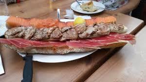 canape madrid canapé de jamón solomillos y salmón con brie fotografía de bar