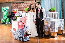 themed weddings creepers gonna a minecraft themed wedding geekologie