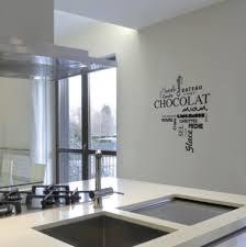 pochoir cuisine une peinture pochoir pour la cuisine