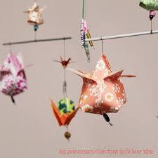 origami chambre bébé décoration bébé un joli mobile en origami