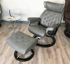 Living Room Chairs And Ottomans by Ottomans Swivel Recliner Chairs For Living Room Swivel Base