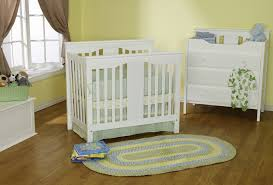 Da Vinci Emily Mini Crib by Is The Davinci Annabelle Mini Crib The Best Small Baby Crib