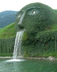 swarovski sede esta impresionante cascada oculta la entrada a la sede de