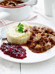 cuisiner les airelles ragoût de marcassin purée de topinambours et airelles en cuisine