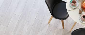 quel parquet pour une cuisine le parquet dans la cuisine quel bois choisir maclou