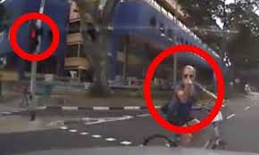 beating the red light singapore news today driver shocked by cyclist s rude gesture did