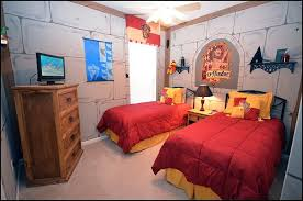 gryffindor bedroom turn your room into the hogwarts dormitory of your dreams