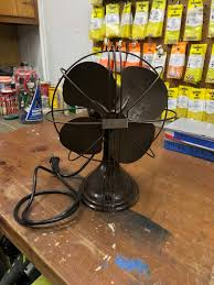 this is a westinghouse pacemaker 10 desk fan that was manufactured sometime in the mid to late 1930 s this was purchased at a habitat for humanity re