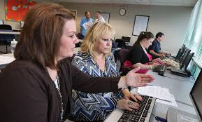 Heather Mousley  left  helps Joan DeLuca refine her resume at the Department of Workforce Services Tuesday  Nov            in Salt Lake City  Deseret News