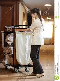 chariot femme de chambre femme de chambre à l hôtel image stock image du entretien 41006709