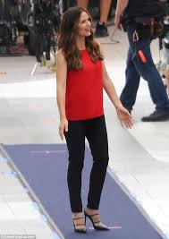 actress in capitol one commercial2015 jennifer garner 44 tries hard to act unperturbed when asked if