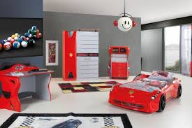 chambre voiture garcon le lit voiture pour la chambre de votre enfant room ideas room