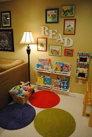 jeux de decoration de salon et de chambre salon et coin lecture selon montessori thewandmakersmother com