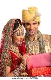 indische brautkleider indische brautpaar in traditionellen brautkleid stockfoto bild