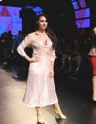 Curvacious Lauren Gottlieb Show Casing Nishka Lulla Collection Bollywood