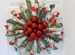 diy christmas wreath made out of wrapping paper and small