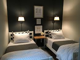 How To Organize A Small Bedroom by Small Guest Room With Two Twin Beds U2026 Pinteres U2026