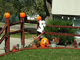 homes decorated for halloween 125 cool outdoor halloween decorating ideas digsdigs