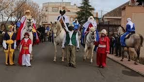 imagenes de los reyes magos y sus animales porzuna todo preparado para la gran cabalgata de sus majestades los