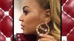 beyonce earrings beyonce looks hot while flaunting chunky jewelry see