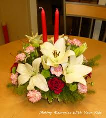 christmas centerpiece ideas for round table decorations modest flowers centerpiece with two red candles for