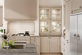 cuisine provencale avec ilot rénovation de cuisine style provençal avec îlot central à hourtin