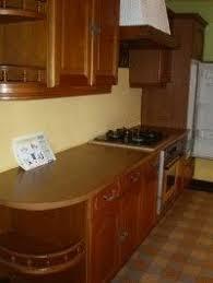 vernis cuisine comment repeindre des meubles de cuisine en chêne vernis la