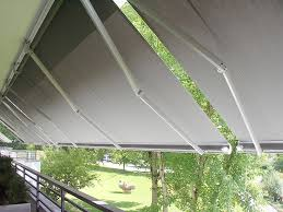 balkon regenschutz markisen für den balkon sicht und sonnenschutz für gehobene