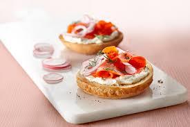 canapés saumon fumé tartine saumon fumé aneth et fromage à la crème boulangerie st