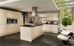 mur cuisine photos cuisine blanc et gris couleur avec carrelage beige newsindo co