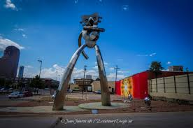 Texas Traveling images The traveling man statue in deep ellum dallas texas jpg