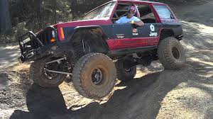 jeep cherokee tires 1999 jeep cherokee lifting a tire youtube