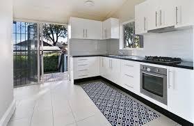 tapis pour cuisine un tapis pratique et déco dans ma cuisine le allotapis