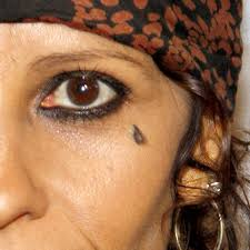 linda perry u0027s 8 tattoos u0026 meanings steal her style