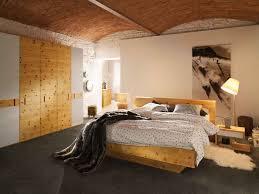 schlafzimmer naturholz schlafzimmer massivholz möbel zum wohlfühlen